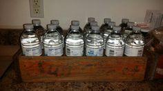 Organizando mis botellas de agua (H2O) en una cajilla de gaseosa...