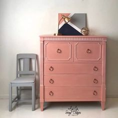 Second Chances by Misty's chest of drawers is painted in a beautiful mix of Scandinavian Pink and Cream with a touch of Emperor's Silk from the Chalk Paint® range by Annie Sloan. A very modern take on romance. Painting Old Furniture, Vintage Bedroom Furniture, Pink Furniture, Repurposed Furniture, Shabby Chic Furniture, Rustic Furniture, Furniture Decor, Painted Furniture, Cottage Furniture