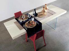 PIANCA MOBILIARIO - Mesa de comedor lacada con patas de cristal y diferentes medidas.