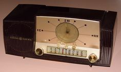 Vintage General Electric Clock Radio, Model 911, Broadcast Band Only (MW), 5 Tubes, Made In USA, Circa 1955.