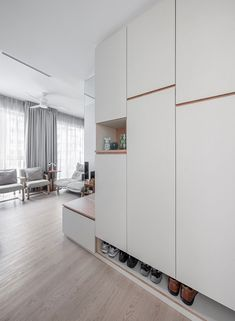 Flur 8 Tips for Designing a Practical Built-in Shoe Cabinet Tropical Home Decor 2 Article Body: Who Shoe Storage Wardrobe, Design 24, House Design, Shoe Cabinet Design, Shoe Cabinet Entryway, Wardrobe Interior Design, Garage Storage Cabinets, Shoe Cabinets, Kitchen Storage