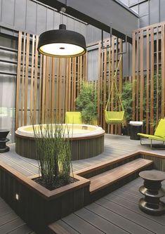 L'espace détente avec son jacuzzi en zinc et en teck. Plus de photos sur Côté Maison http://petitlien.fr/85cv
