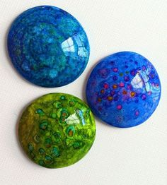 Polymer clay and watercolor/inks pendants. Looks like enamel - stunning. By gingerblue varathane laag