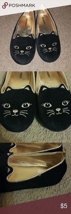 Old Navy Toddler Girls Kitty  Flats Size 10 Adorable! Black Faux Velvet Kitty Slip On Flats with Gold Embroidered Kitty. Perfect for Your Little Kitty Lover! Worn a few times, great overall Condition with minor signs of wear Old Navy Shoes