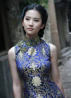 """Liu Yifei is a Chinese Actress, Model, & Singer born in Wuhan, Hubei, China - """"Lushui Hongyan"""". Traditional Fashion, Traditional Dresses, Traditional Chinese, Oriental Dress, Chinese Actress, Cute Asian Girls, Cheongsam, Beautiful Asian Women, Chinese Style"""