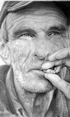 Paul Cadden - Hyper Realism, Reproduction with just a pencil! unbelievable.