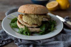 Hjemmelagde fiskekaker på to måter Salmon Burgers, Chicken, Dinner, Ethnic Recipes, Dining, Salmon Patties, Food Dinners, Buffalo Chicken, Rooster