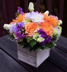 Flower gift box handcrafted by Fleurelity.