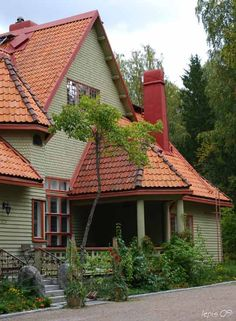 Hvittorp, designed by Herman Geselius, Armas Lindgren and Elias Saarinen. Eero Saarinen, Old Houses, Finland, Beautiful Homes, Villa, Art Deco, Exterior, Cabin, Mansions