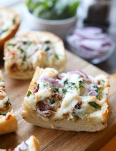 Cheese Toast Recipe, Cheesy Bread Recipe, White Pizza Recipes, Best Chicken Recipes, Baguette Pizza Recipe, Toast Pizza, Pizza Pizza, Garlic Bread Pizza, Dinner Bread