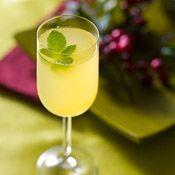 Miss Behavin' with Fre Chardonnay #winecocktails #mocktails #nonalcoholic