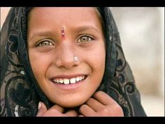 face in india Hindus, We Are The World, People Around The World, Beautiful Children, Beautiful People, India Culture, Asian Kids, World Photography, Travel Photography