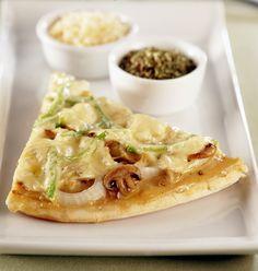 Qué mejor que una Pizza en un formato rápido y fácil para compartir. Prepárala con Crema y Verduras Surtidas.