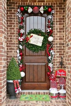A Whole Bunch Of Christmas Entry and Porch Ideas - Christmas Decorating