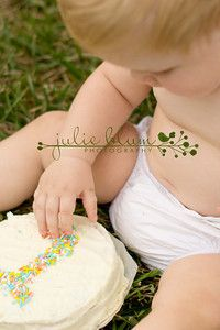 cake smash... I love how simple the cake and the picture is!