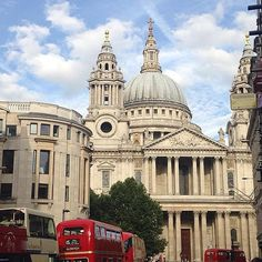 What a lovely day for a wedding! #wedding at #stpauls with an old style #routemaster #londonwedding #weddinginspiration #citywedding #weddingvenue #historicweddingvenue #cathedral #weddingblogger #weddingblog