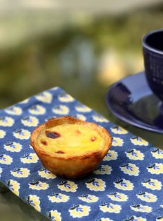 This pastéis de nata recipe makes as-close-to-authentic Portuguese custard tarts with a rich egg custard nestled in shatteringly crisp pastry. Tastes like home, even if you're not from Portugal. Portugese Custard Tarts, Portuguese Custard Tart Recipe, Portuguese Egg Tart, Portuguese Recipes, Egg Custard Tart Recipe, Tart Recipes, Sweet Recipes, Baking Recipes, Dessert Recipes