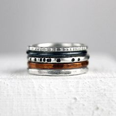 Martillado plata apilar anillos con cobre por bespokenjewelry