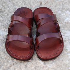 Camel Sandals, Brown Leather Sandals, Brown Sandals, Leather Slippers, Greek Sandals, Cowhide Leather, Biodegradable Products, Summer Sandals, Trending Outfits