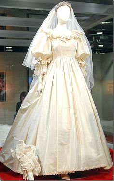 Princess Diana Wedding Dress Fabric - Princess Diana Wedding Dress Fabric The aristocratic bells weekend is assuredly here! In account of Prince Harry and Princess Diana Wedding Dress Fabric Princess Diana Wedding Dress, Royal Wedding Gowns, Princess Diana Fashion, Royal Weddings, Celebrity Wedding Dresses, Lady Diana Spencer, Wedding Dress Preservation, Royal Brides, Royal Fashion