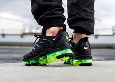 Faut-il acheter la Nike Air Vapormax Plus 2019 Black Volt ? Nike Air Max, Stylish Shoes For Men, Nike Shoes, Sneakers Nike, Shoes Jordans, Shoes Men, Sneakers Fashion, Popular Sneakers, Kids Winter Fashion