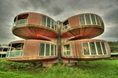 These strange abandoned UFO style homes are located near New Taipei City, Taiwan in the Sanzhi District on the coast. The homes were part of a resort that was abandoned before completion. Unusual Buildings, Interesting Buildings, Amazing Buildings, Abandoned Buildings, Abandoned Places, Amazing Houses, Image Search, Architecture Unique, Abandoned Homes