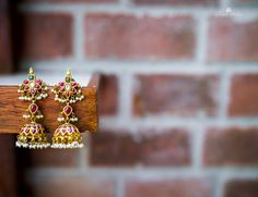 Simple & Chic South Indian Wedding in Beautiful Bengaluru! Indian Jewellery Design, Jewelry Design, South Indian Jewellery, Handmade Jewellery, Bridal Jewelry, Gold Jewelry, Long Pearl Necklaces, Gold Necklace, Traditional Earrings