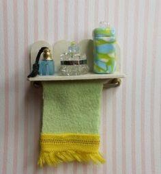 Miniature Badezimmerregal mit Handtuchhalter von MiniMagicDreams, PHOTO ONLY