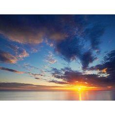 【laniteru】さんのInstagramをピンしています。 《今日も海に沈む夕陽が綺麗でした❤️💙❤️ ・ #海 #夕陽#夕日が綺麗 #夕暮れの海 #空 #ビーチライフ #ビーチ #igで繋がる空 #igで繋がる海 #湘南 #鎌倉 #材木座海岸 #由比ヶ浜 #サーファーガール #サーファー #sunset #sun7et #love_natura #love_all_sky #love_sea #surf #shore #sky #skylovers #beachlife #beach #amazing #surfergirl #sea #ocean》