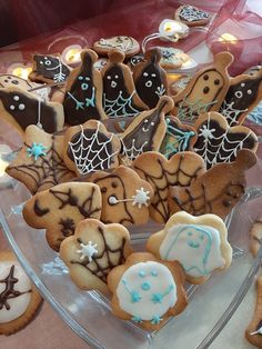 Halloween Cookies, Gingerbread Cookies, Food, Gingerbread Cupcakes, Essen, Meals, Yemek, Eten