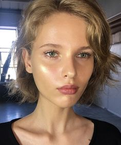 glowy makeup – Hair and beauty tips, tricks and tutorials Beauty Make-up, Beauty Hacks, Hair Beauty, Beauty Advice, Beauty Bay, Beauty Guide, Beauty Ideas, Natural Makeup Looks, Natural Beauty Tips
