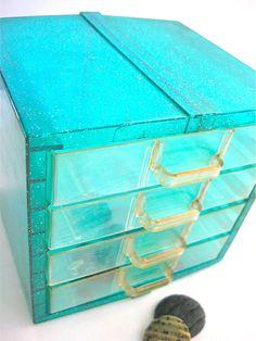 vintage 1950's storage box by anythinggoeshere on Etsy, $15.00