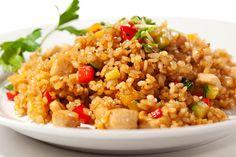 Arroz con Carne de Cerdo (Cuban Rice with Pork) Brown Rice Salad, Fried Brown Rice, Chicken Fried Rice Recipe Easy, Fried Chicken, Garlic Chicken, Rice Recipes, Dinner Recipes, Healthy Recipes, Healthy Snacks