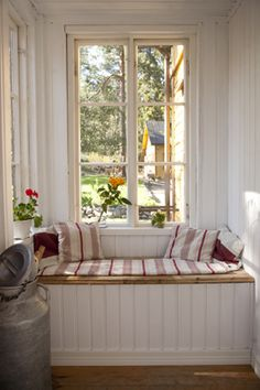 Sittenkin puinen laatikkopenkki? Swedish Cottage, Swedish House, Cottage Interiors, Cottage Homes, Beddinge, French Apartment, Sweet Home, Interior Design Living Room, My Dream Home