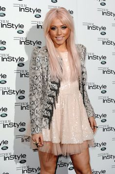 love her hair light blonde with a pink tint Pink Blonde Hair, Blonde With Pink, Light Blonde, Down Hairstyles, Cute Hairstyles, Amelia Lily, Pretty Girl Rock, Platinum Hair, Let Your Hair Down