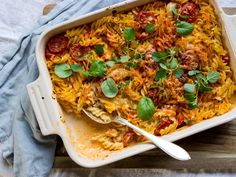 Krämig kycklinggratäng med pasta och ajvarsås   Recept från Köket.se Dessert Recipes, Desserts, Chutney, Scones, Curry, Pasta, Dinner, Ethnic Recipes, Hem