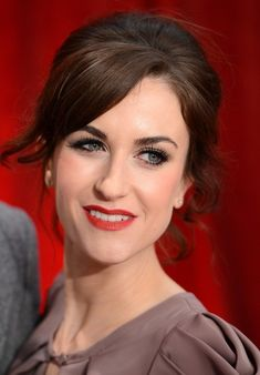 Katherine Kelly Red Carpet Hairstyles with Bangs for Women Over - Hairstyles Weekly 30s Hairstyles, New Short Hairstyles, Celebrity Hairstyles, Hairstyles With Bangs, Short Haircuts 2014, Stylish Short Haircuts, Trending Haircuts, Short Hair Cuts, Short Hair Styles