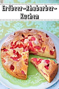 Die Kombination von süßen #Erdbeeren und saurem #Rhabarber schmeckt im #Kuchen so unglaublich gut! Deshalb solltest du jetzt häufiger einen saftigen Erdbeer-Rhabarber-Kuchen backen!