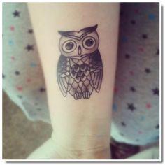 Modèle de tatouage hibou poignet