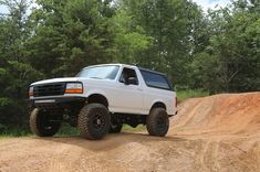 Ryan Drexler's 1995 Ford Bronco is a great example of what brand loyalty, outdoor enthusiasm, and a sound financial investment can create. Old Ford Trucks, Ford 4x4, Car Ford, Ford Classic Cars, Classic Trucks, Ford Bronco 1996, Offroad, New Bronco, Dream Cars