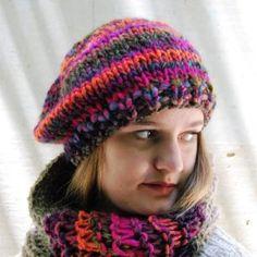 Boina de lana para chica en fuxias y morados suave y flexible