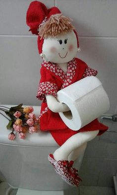 Funny dolls-holders for toilet paper. Pattern and master class! Doll Crafts, Cute Crafts, Easy Crafts, Diy And Crafts, Arts And Crafts, Diy Craft Projects, Sewing Projects, Diy Toilet Paper Holder, Recycled Crafts