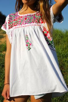 LARGE Tons of Detail Vintage Romantic Oaxacan Blouse by Vdingy