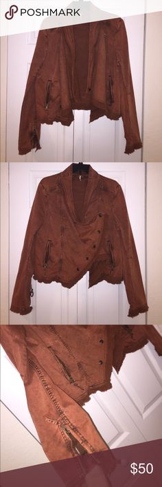Free people burnt orange jacket Pains me to have to sell this... but I moved to Florida and it's just too heavy of a jacket to wear now😕 it has zippers on the sleeves and two in the front. Frayed along the bottom, and multiway buttons in the front Free People Jackets & Coats Jean Jackets