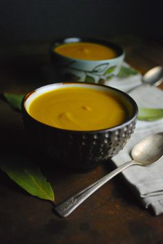 Curried Parsnip and Carrot Soup, a winter-inspired bowl of healthy deliciousness. Full of fiber, Vitamin A and Vitamin C. Paleo, vegan, gluten free.