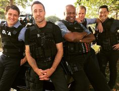 ♥♥♥ #Chi looks like the cat that ate the canary. And hello to Scotty's brother, @jonnyinstahams #H50