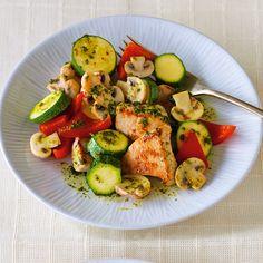 Durch die Auswahl der Zutaten ist dieses Gericht nahezu frei von tierischen Fetten. Der Gemüseanteil sehr hoch, was es zu einer vitaminreichen Hauptma...
