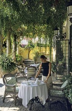 Pretty setting for tea [NOTE: the link has nothing to do with the photo.]