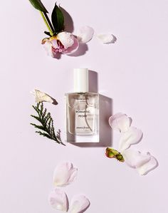 Perfume and Beauty Products Photography Inspiration for Karen Gilbert PinsMore ideas Flat Lay Photography, Photography Branding, Still Life Photography, Beauty Photography, Fashion Photography, Product Photography, Photography Ideas, Cosmetic Design, Beauty Packaging