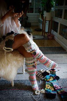 Ankortit: Hosiery there - socks here Crochet Boot Socks, Knitting Socks, Knit Crochet, Sexy Socks, Thick Socks, Sweater Scarf, Scarf Hat, Thigh High Socks, Yarn Bombing